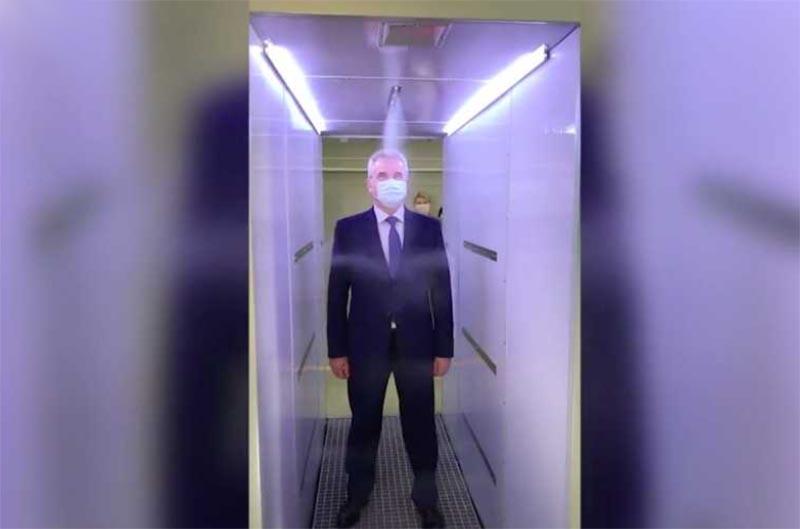 人間消毒トンネル