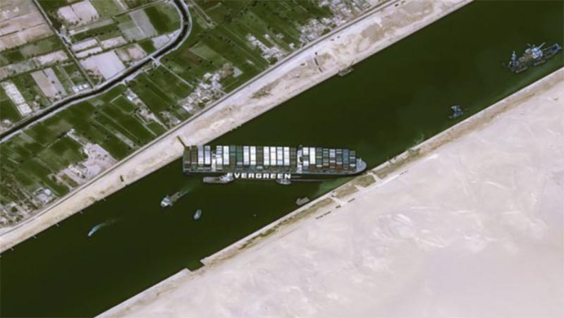 スエズ運河タンカー座礁